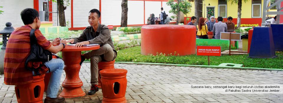 Dekan Fakultas Sastra Melepas 40 Wisudawan Baru