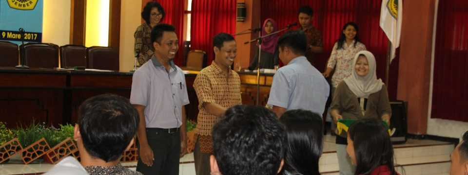 Mahasiswa Praktek Protokoler Yudisium Sarjana Fakultas Ilmu Budaya